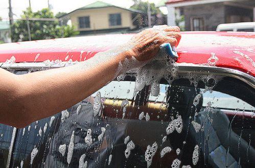 شستن ماشین با دست