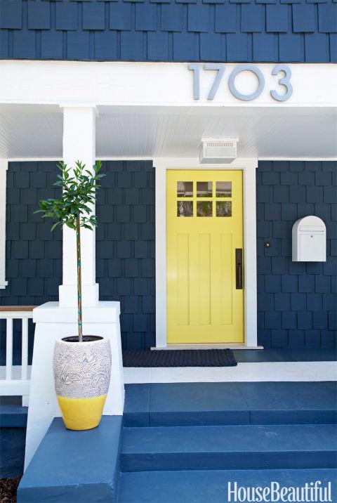 نقاشی درب خارجی ساختمان به رنگی دیگر
