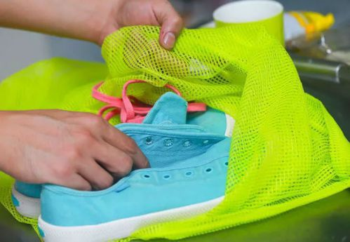 گذاشتن کفش در کیسه شستشو: از مهم ترین گام های شستن کتونی