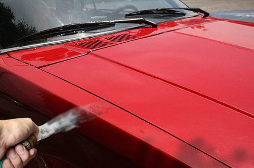 شست و شوی ماشین با شیلنگ