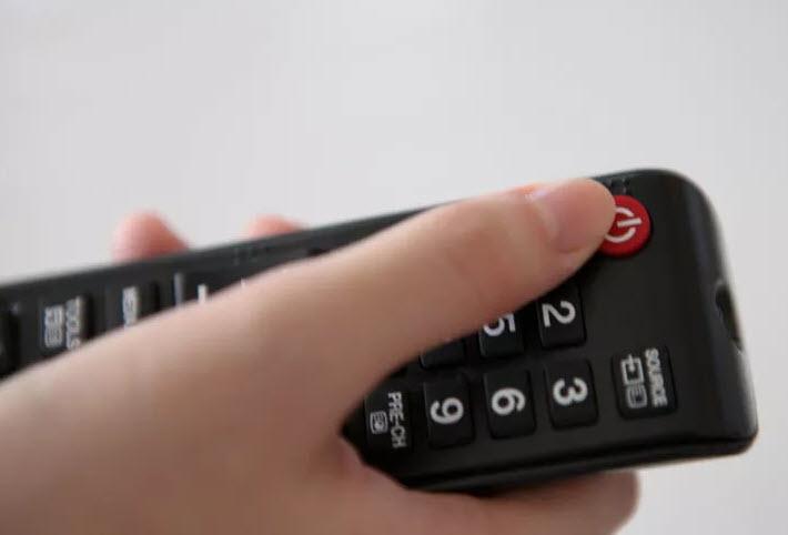 خاموش کردن تلویزیون، اولین گام در تميز كردن صفحه ال اي دي