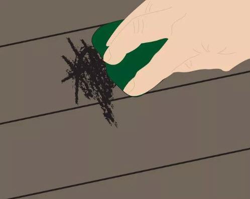 گام ششم - پاک کردن خراش ها با حرکت مستقیم دستمال