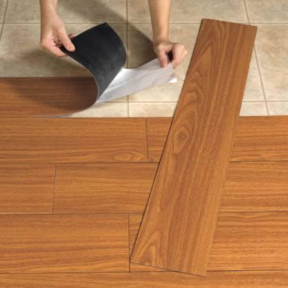 نمایی از کفپوش پی وی سی با طرح چوبی