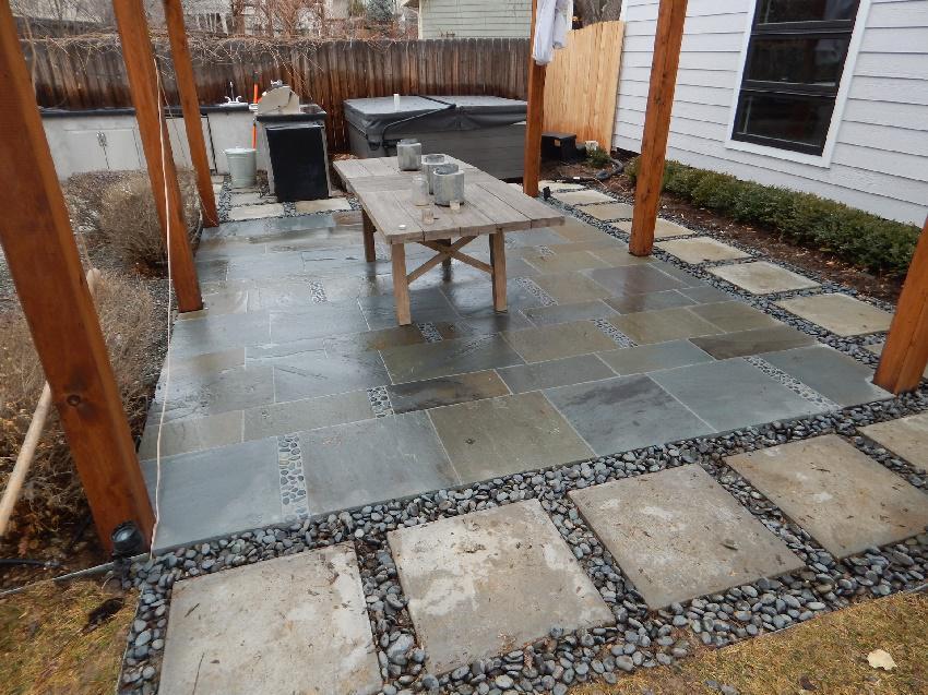 ایده ای برای سنگ کف حیاط - کف پوش باغ با استفاده از سنگ ریزه برای کف حیاط