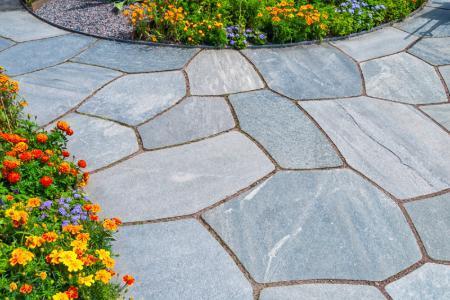 انتخاب سنگ مناسب برای کف حیاط
