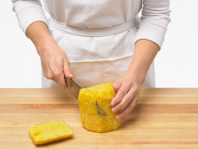 خوردن آناناس - طرز پوست کندن راحت آناناس - طرز پوست گیری آناناس - ساده ترین روش پوست کندن آناناس - نحوه برش آناناس- چگونه آناناس را بخوریم - فیلم پوست کندن آناناس