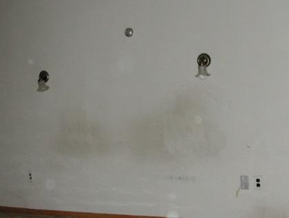 از بین بردن لکه روی دیوار گچی - پاك كردن لكه های سیاه از روی دیوار گچی