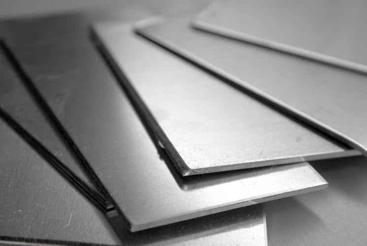 ورق آلومینیوم یکی از بهترین روش ها برای تميز كردن ظروف سيلور
